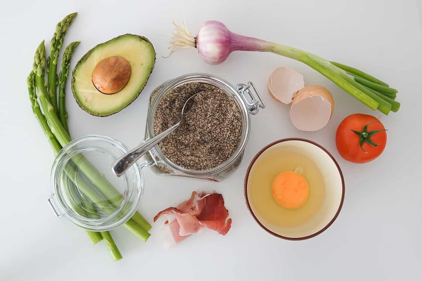avocado, fresh asparagus, garlic, egg, tomato