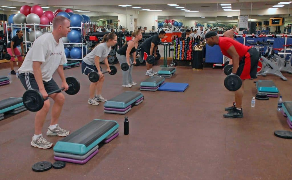 weights class with men and women